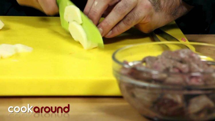 Stufato-di-manzo-con-mele-Secondi-di-carne-particolari-attachment