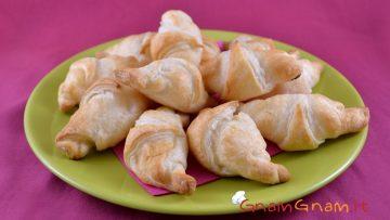 Cornetti-salati-al-salmone-Video-ricetta-attachment