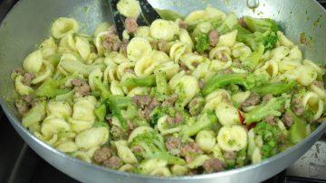 Orecchiette-broccoli-e-salsiccia-attachment