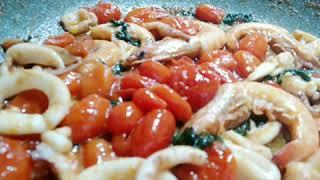 Paccheri-con-calamari-e-mazzancolle-Primi-piatti-di-pesce-Ricette-di-pesce-veloci-e-facili-attachment