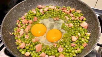 Ricetta-Con-Uova-Pancetta-e-Piselli-Gustosa-e-Facile-Tasty-Recipe-With-Eggs-Bacon-and-Peas-attachment