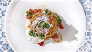 Spaghetti-Voiello-con-pomodoro-melanzana-e-burrata-La-ricetta-dello-Chef-Cannavacciuolo-attachment