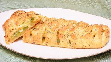 Strudel-di-pasta-sfoglia-salato-asparagi-e-patate-attachment