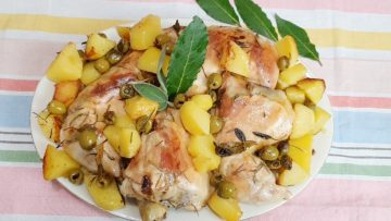 TENERISSIMO-POLLO-AL-FORNO-SUPER-DELIZIOSO-CON-PATATE-E-OLIVE-attachment