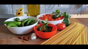 LVL-web-Tv-La-ricetta-degli-spaghetti-o-linguine-con-peperoncini-verdi-attachment