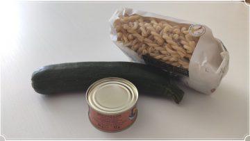 Primo-cremoso-veloce-e-gustoso-con-tonno-e-zucchine-si-prepara-durante-la-cottura-della-pasta-attachment